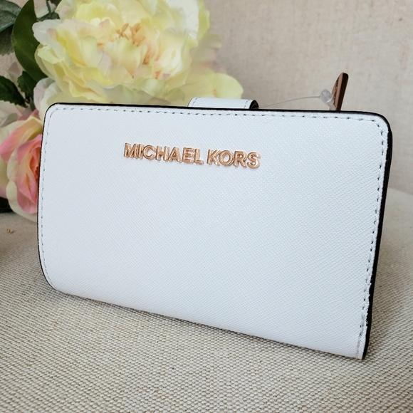 Michael Kors Handbags - 🌺NWT Michael Kors Bifold zip Coin Wallet White MK